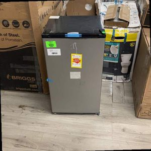 FRIDGIDAIRE FFPA3322UM MINI FRIDGE KV2 for Sale in Los Angeles, CA
