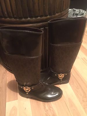 Mk raining boots size 6 for Sale in Tucson, AZ
