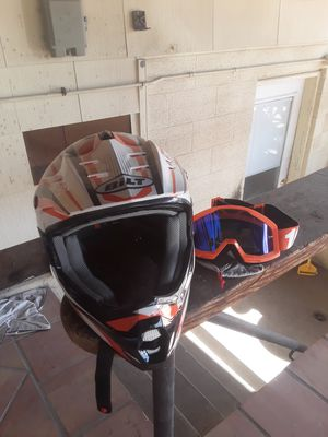 Large helmet and goggles used 1nc for Sale in Las Vegas, NV