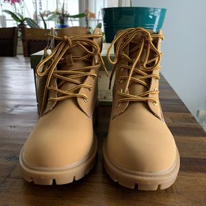 Women's Telluride Clothing Co. Ankle Boots Size 7 1/2 for Sale in Milton, NH