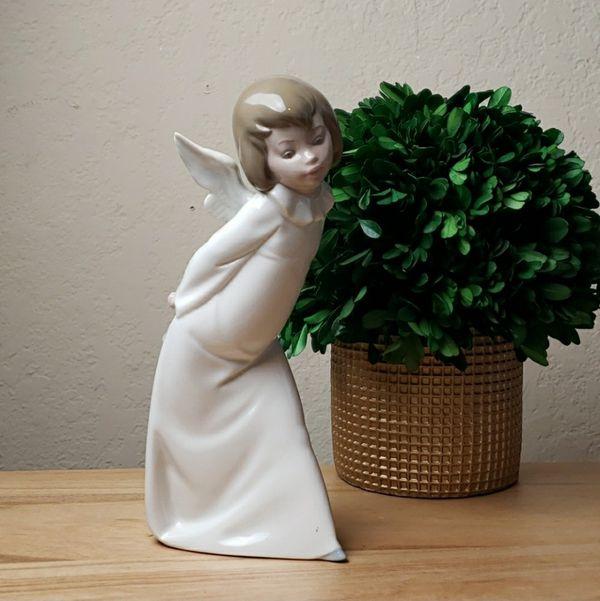 Vintage Lladro #4960 Curious Angel Figurine