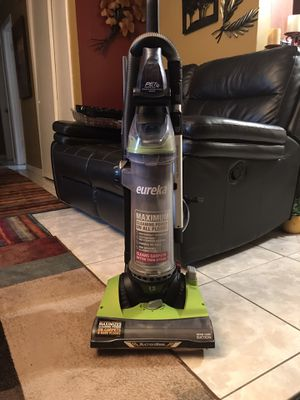 Vacuum BRAND:eureka MODEL:as3104a for Sale in Tampa, FL