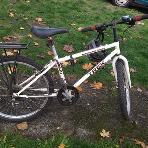 Trek 820 Mountain Bike with Extras for Sale in Vancouver, WA