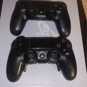 2 Ps4 Controllers (1 Has a Mod) for Sale in Aberdeen, WA