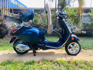 Vespa primavera 150cc for Sale in Miami, FL