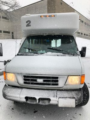 2007 FORD E-350 CUTAWAY HANDICAP AND (REGULAR PASSENGERS). for Sale in Lynn, MA