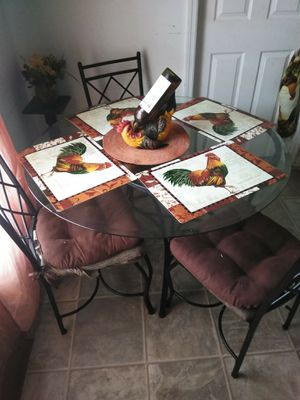 Small kitchen table for Sale in Ruskin, FL