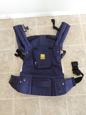 Lille baby carrier for Sale in Prineville, OR