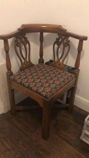 Vintage corner chair like New for Sale in Orlando, FL