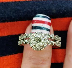 Jensen Jewlers Love Story Engagement ring with matching wedding band. for Sale in Twin Falls, ID