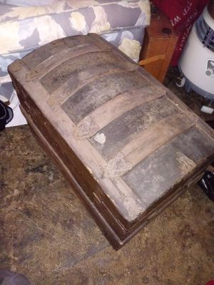 Small Antique trunk for Sale in Grosse Pointe Farms, MI