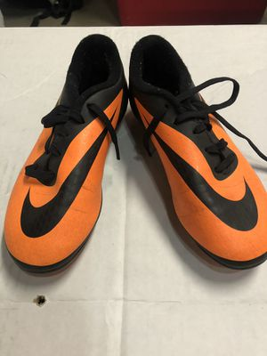 Nike Youth soccer cleats sz 2.5y for Sale in Stevenson Ranch, CA