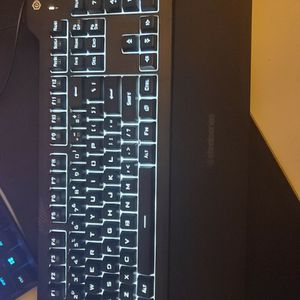 100% keyboard with wrist rest for Sale in Santa Ana, CA