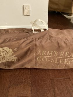 Arms Reach Co-sleeper Crib Bassinet for Sale in North Bend,  WA