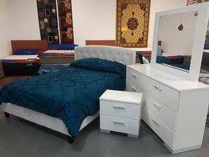 White Queen bedroom set for Sale in Atlanta, GA