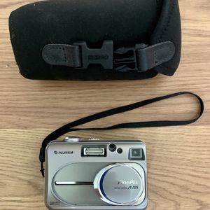 Pre owned Fujifilm digital camera comes with memory card and carrying case for Sale in West Palm Beach, FL