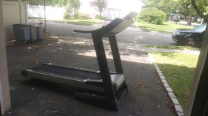 Nordictrack commercial 1500 treadmill for Sale in Woodsburgh, NY