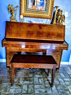 Piano Yung Chang $800. for Sale in Beaumont, TX