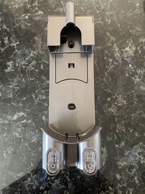 Dyson V6 Wall Mount for Sale in Long Beach, CA