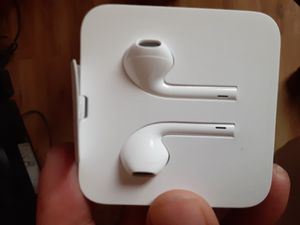 APPLE EARBUDS W/CABLES (NOT WIRELESS) for Sale in Portland, OR