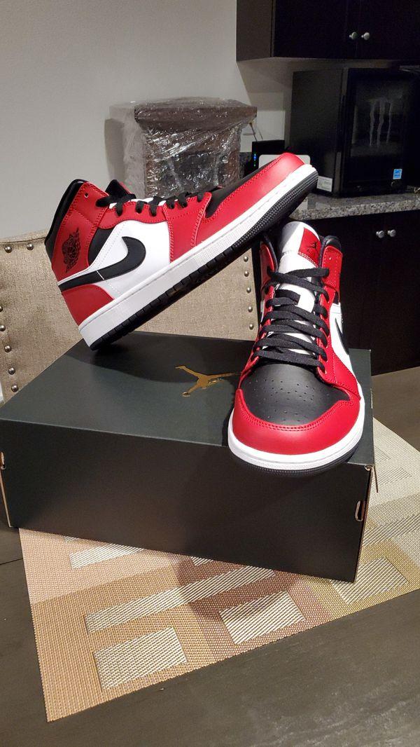Air jordan 1 mid chicago black toe size 11.5