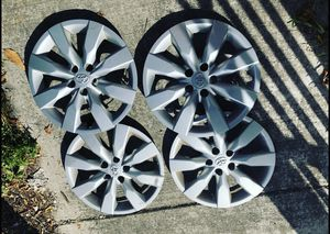 Toyota Original Factory Hubcaps 16 inch for Sale in Miami, FL