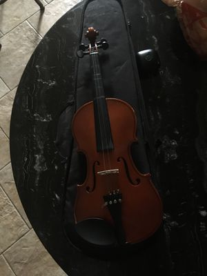 4/4 Size Student Violin w/ bow and extra materials like rosin for Sale in Las Vegas, NV