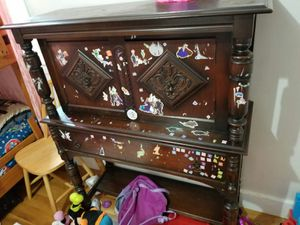 Fourniture. Antique cabinet for Sale in Lynn, MA