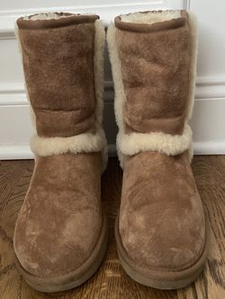 UGG BOOTS Size 9 for Sale in Murfreesboro,  TN
