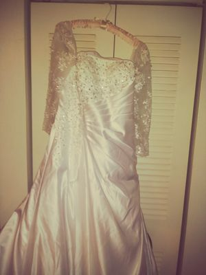 Wedding Gown with sequins & beads for Sale in Lakeland, FL
