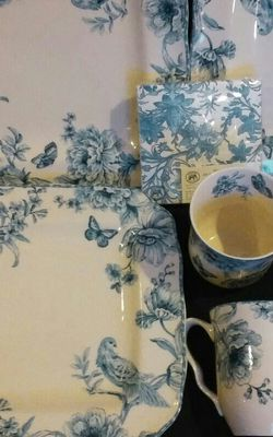 Porcelain Plates,Mugs And Napkins for Sale in Selah,  WA