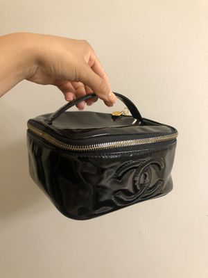 Chanel cosmetic bag for Sale in Colton, CA