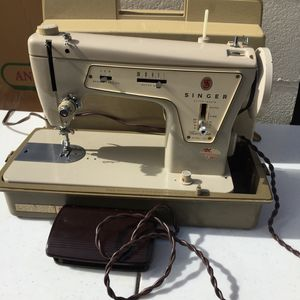 Singer sewing machine for Sale in Takoma Park, MD