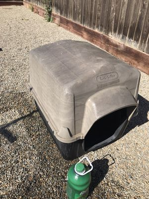 Top Paw Dog House for Sale in Soledad, CA