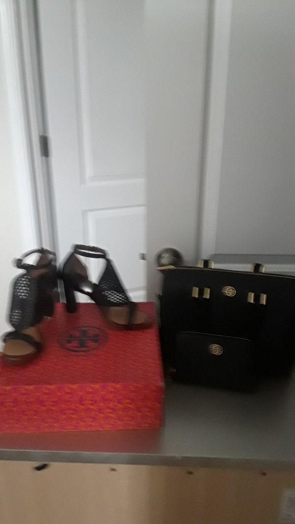 Purse and wallet new Tory Burch shoes size 7