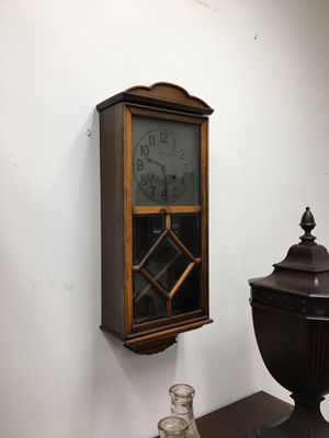 New Haven Wall clock, front glass panel, hand carved wood, with key! for Sale in Manalapan Township, NJ