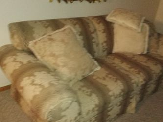 Couch N Chairs for Sale in South Charleston,  OH