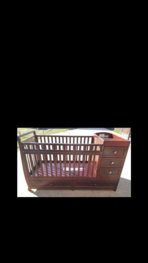 CONVERTIBLE CRIB WITH DRAWERS for Sale in Pomona, CA