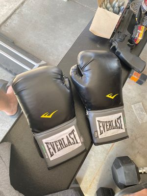 boxing gloves for Sale in Long Beach, CA
