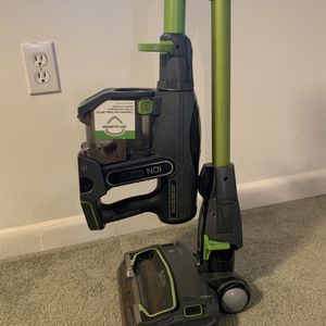 Shark Cordless Stick vacuum for Sale in Fort Lauderdale, FL