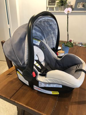 Graco Click Connect SnugRide 35LX infant car seat/carrier. for Sale in Tequesta, FL