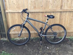 26 inch specialized Expedition Hybrid Mountain Bike (sun tour shocks equipped) for Sale in Providence, RI