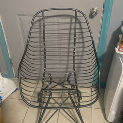 Sturdy Iron Chair for Sale in Los Angeles,  CA