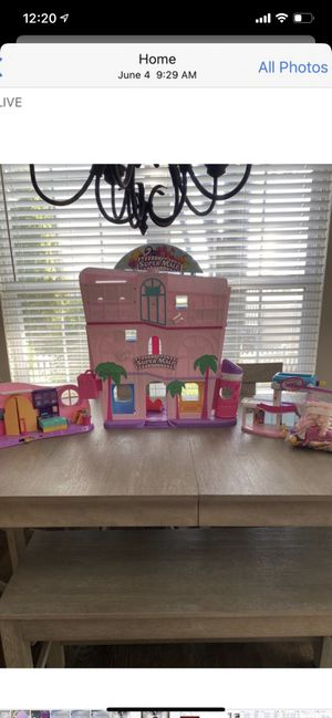 Shopkins mall and house with tons of accessories for Sale in Mundelein, IL