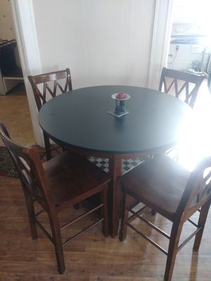 Hight round kitchen table for Sale in Salt Lake City, UT