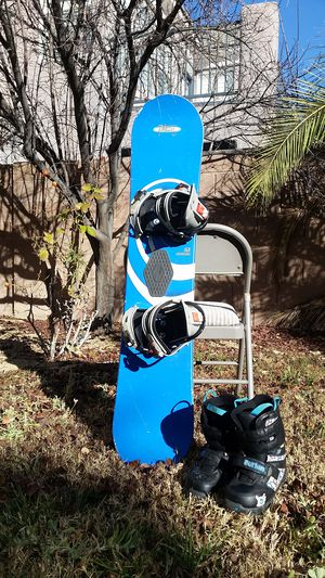 Rossignol Kids snowboard 126CM With small Burton freestyles. for Sale in Las Vegas, NV