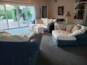 5 piece living room set, sofa, chaise lounge, love seat, 2 ottomans for Sale in Oakland Park, FL