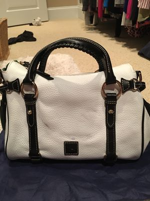 Donney and brouke handbag for Sale in Millersville, MD