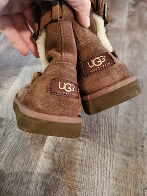 Ugg Girls Size 4 for Sale in Champlin, MN