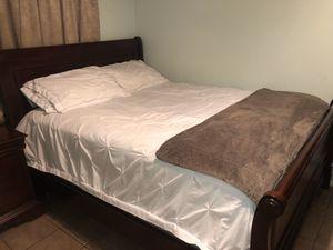 Queen bedroom set (mattress not included) for Sale in Chandler, AZ